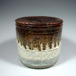 Chosengaratsu water jar with burned cedar lid. H20cm